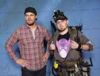 Kemp pranking 'Arrow' star by wearing shirt for the 'wrong' superhero archer
